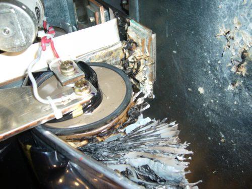 Взрыв конденсатора в T300MVi вследствии непроведенного вовремя технического обслуживания